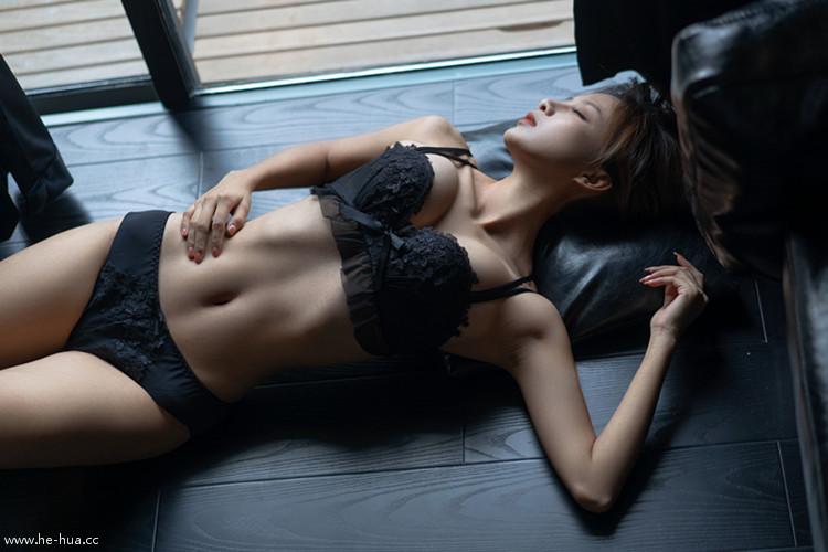 Nicole小月 – NO.01 黑色内衣 [19P+1V/398MB]